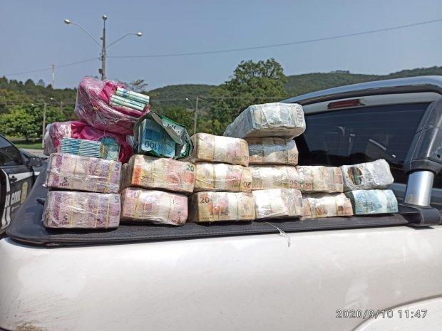 Operação da Polícia Civil apreende drogas, dinheiro, veículos e prende sete pessoas